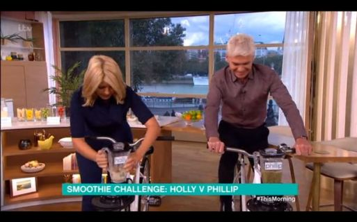 holly-willoughby-nearly-spills-smoothie-out-of-her-nose-after-she-gets-competitive-with-phillip-schofield
