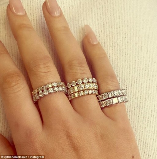 Iggy Azalea Replaces Ex  Nick Young Diamond Ring With Seven More From New Love!!