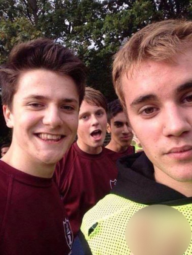 Justin Bieber Shows Up To London School To Play Football With Students
