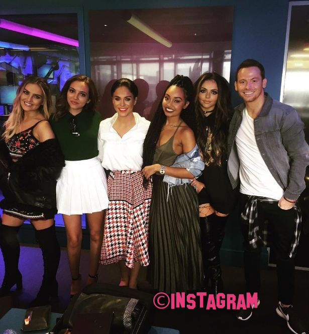 vicky-pattison-goes-mad-over-little-mix-as-she-poses-for-snap