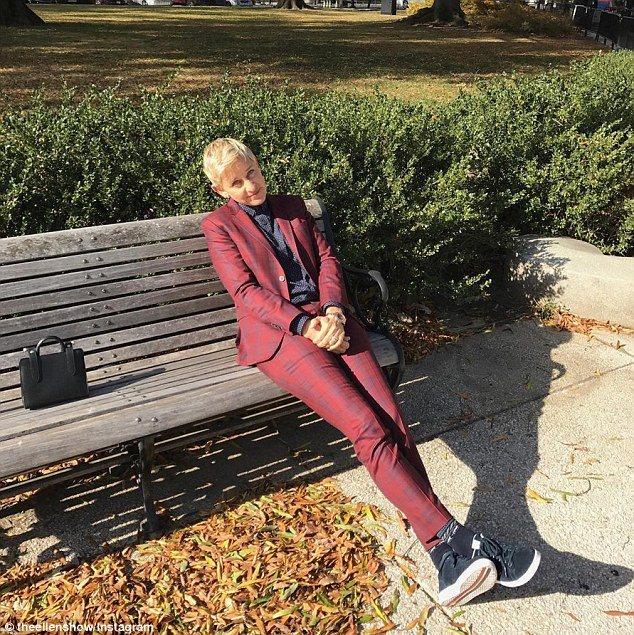 Ellen DeGeneres Gets Stranded Outside The White House After She Forgets Her ID To Get In!