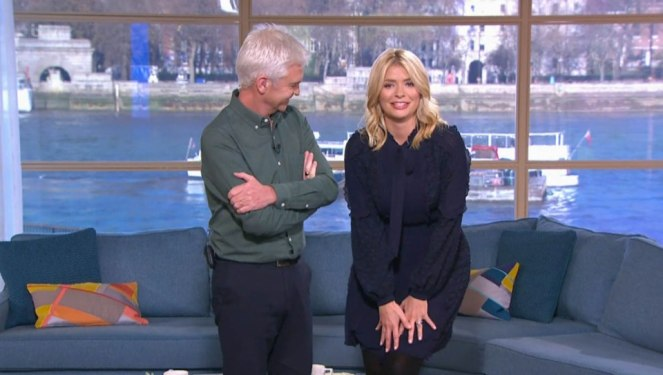 Holly Willoughby Nearly Flashes This Morning Viewers As She Suffers Wardrobe Fail On The Show