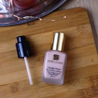 Estée Lauder Double Wear Stay In Place Foundation in 1C0 Shell
