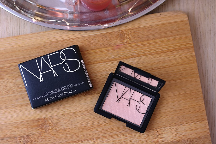 Get Glowy Cheeks With Nars: Nars Highlighting Blush Powder in Hot Sand