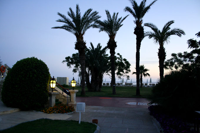 abend_strand_hotelanlage