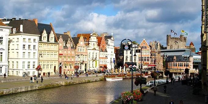 Gebäude am Ufer in Gent. - Flandern Rundfahrt