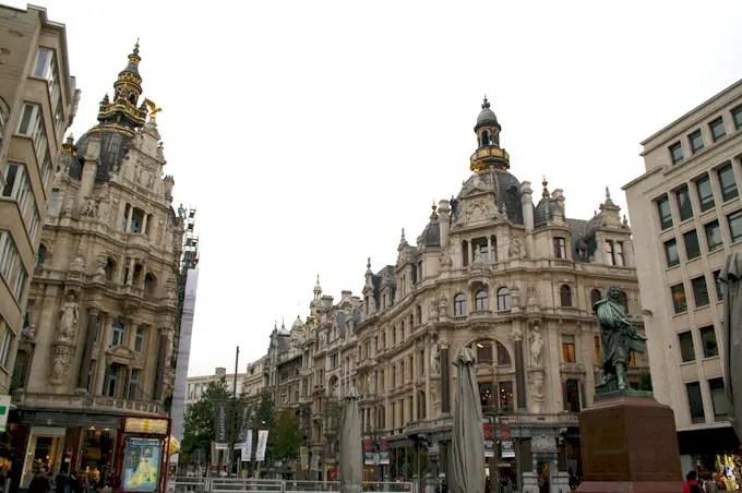 Sicht auf die Fußgängerzone Antwerpens - Flandern Rundfahrt