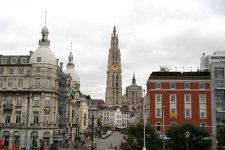 Liebfrauenkathedrale von Antwerpen bei Regen