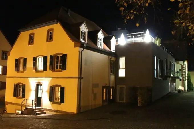 loesch-fuer-freunde-hornbach-suedwestpfalz-rheinland-pfalz-hoteltipp-deutschland-am-abend