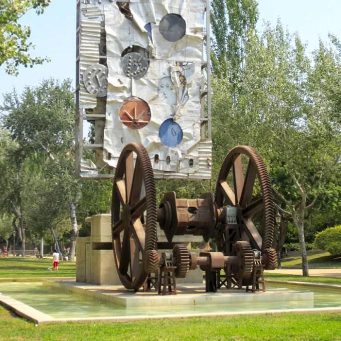 sehenswuerdigkeiten-barcelona-katalonien-reisetipps-spanien-Parc-de-la-Ciutadella-Kunstwerk