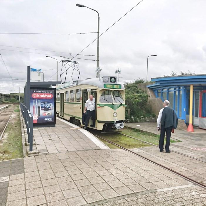 sehenswuerdigkeiten-den-haag-suedholland-reisetipps-niederlande-seebad-scheveningen-tourist-tram
