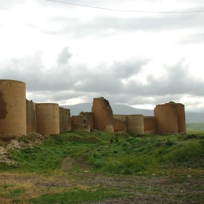 unesco-welterbestaetten-europa-2016-sehenswuerdigkeiten-archaeologische-staette-ani-reisetipps-tuerkei-nicolos-reiseblog-stadtmauer-sehir-surlari