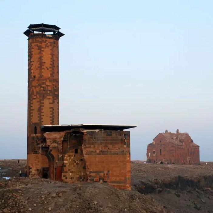unesco-welterbestaetten-sehenswuerdigkeiten-archaeologische-staette-ani-reisetipps-tuerkei-menucehr-moschee-ebul-camii