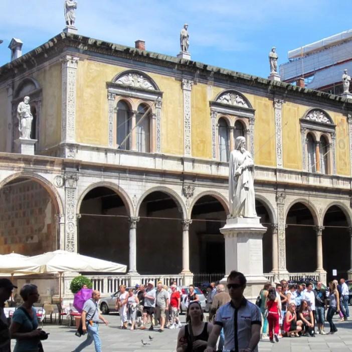 reisetipps-venetien-reisetipps-italien-rundreise-venetien-sehenswuerdigkeiten-verona-Piazza-dei-Signori