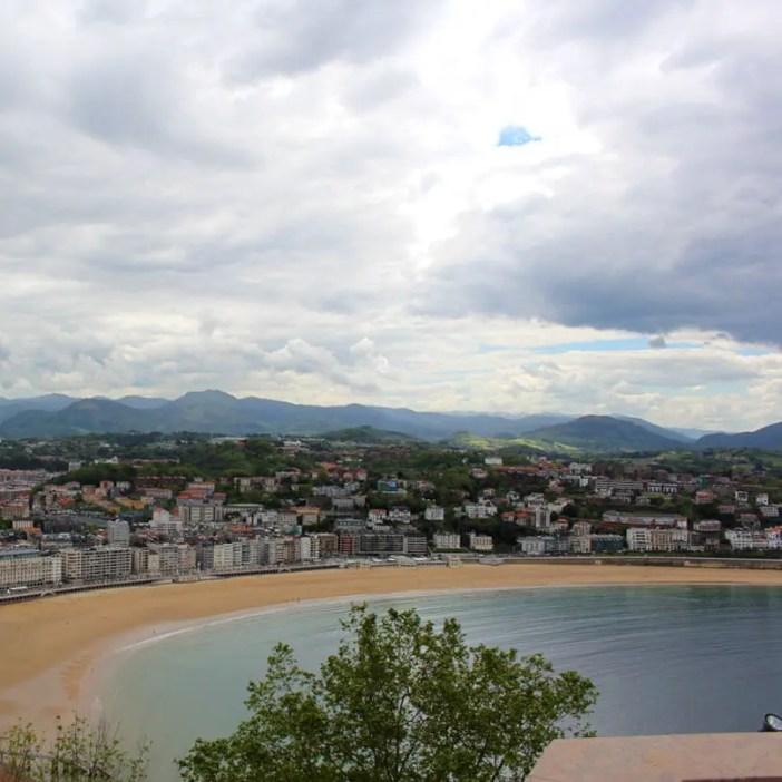 sehenswuerdigkeiten-san-sebastian-reisetipps-baskenland-reisetipps-spanien-monte-urgull-blick-bucht