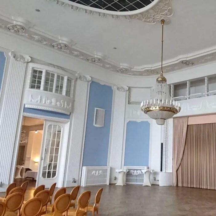 atlantic-Grand-Hotel-Travemuende-hoteltipp-deutschland-ballsaal-kronleuchter