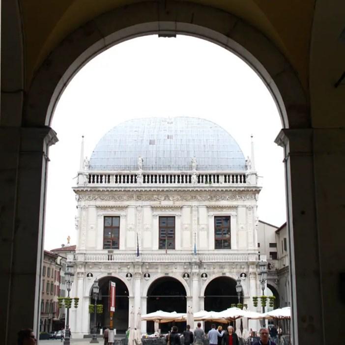 reisetipps-lombardei-reisetipps-italien-rundreise-lombardei-sehenswuerdigkeiten-brescia-Palazzo-della- Loggia