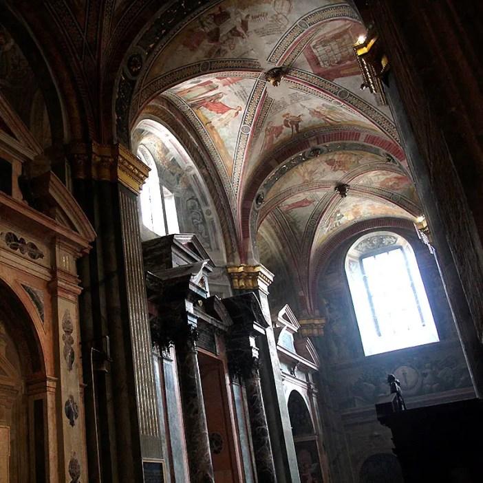 reisetipps-lombardei-reisetipps-italien-rundreise-lombardei-sehenswuerdigkeiten-cremona-Duomo-di-Cremona-seitenschiff