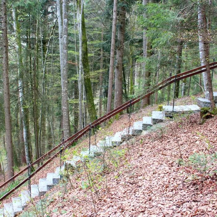haubers-alpenresort-oberstaufen-allgaeu-bayern-hoteltipp-deutschland-klimapfad-waldtreppe