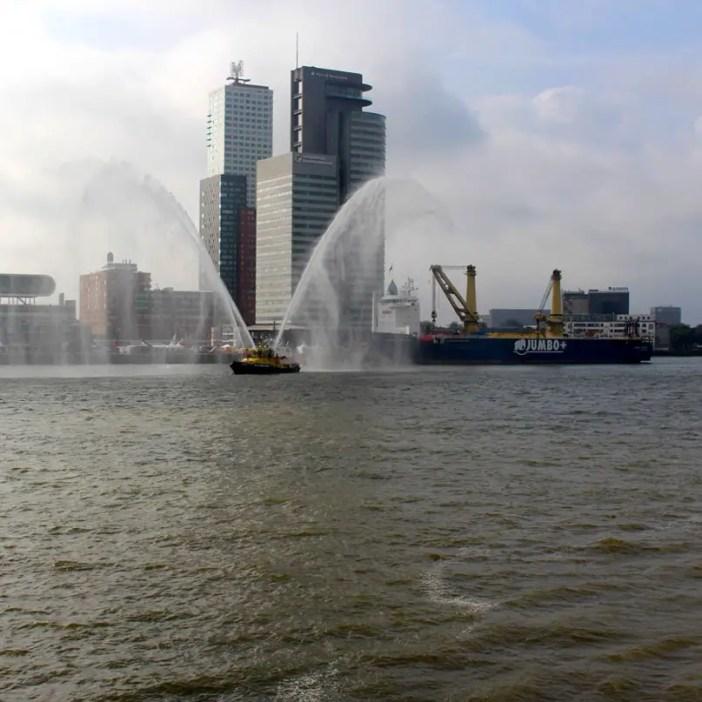 Was-muss-man-in-Rotterdam-gesehen-haben-loeschboot
