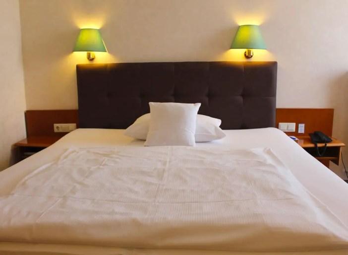 goebels-sophien-hotel-eisnach-hoteltipp-deutschland-thueringen-bett