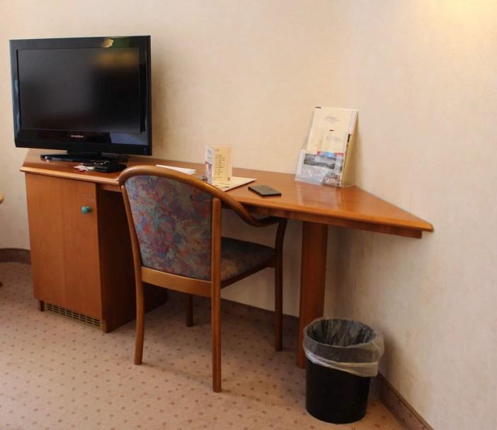 goebels-sophien-hotel-eisnach-hoteltipp-deutschland-thueringen-schreibtisch