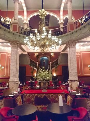 High-Tea-Hotel-Des-Indes-Den-Haag-hotel-lounge-kronleuchter