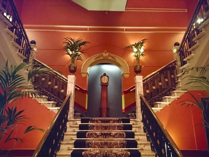 High-Tea-Hotel-Des-Indes-Den-Haag-hotel-lounge-treppe