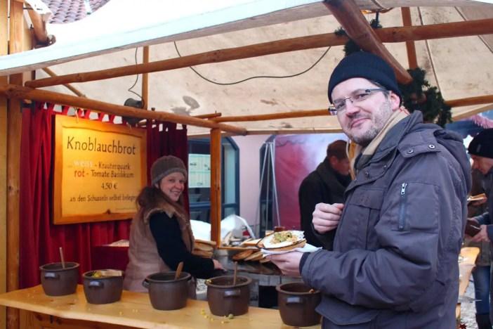 Weihnachtsmarkt-auf-der-creuzburg-reisetipp-thueringen-reisetipp-deutschland-knoblauchbrot-lecker