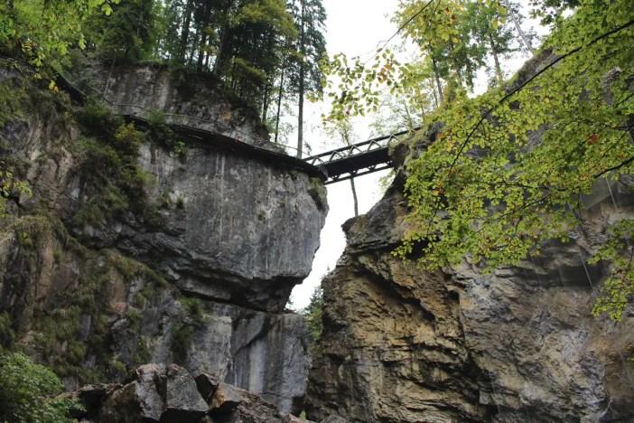 sehenswuerdigkeiten-dornbirn-reisetipps-vorarlberg-reisetipps-oesterreich-rappenlochschlucht-blick-auf-den-felssteig