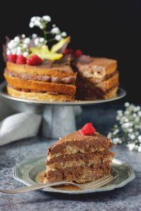 Prosty wegański tort czekoladowy bez glutenu