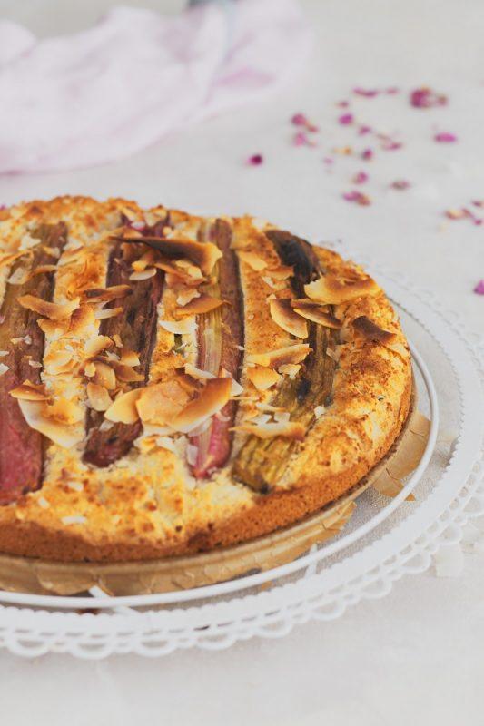 Wegańskie i bezglutenowe ciasto z rabarbarem