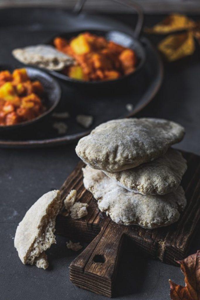 Bezglutenowe chlebki naan i pita