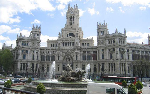 Cibeles-Brunnen mit Palacio de Comunicaciones - Madrid
