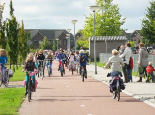 School children cycling in a safe environment - Photo by Alternative Department for Transport