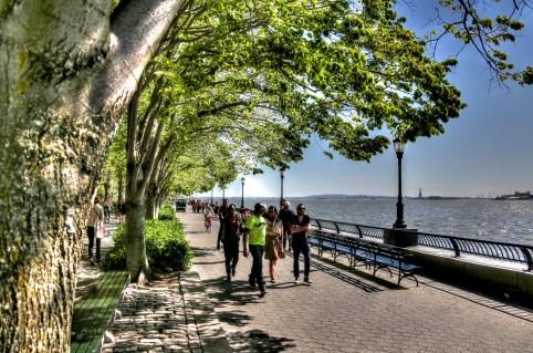 Die Promenade auf dem Weg zur Schule