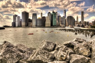 Downtown Manhattan mit Kayakern