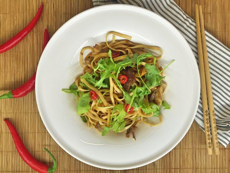 Co można zrobić z resztek pieczonego kurczaka - chiński makaron