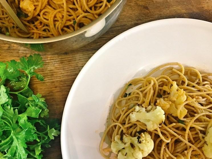 spaghetti z pieczonym kalafiorem