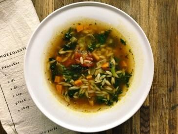 włoska zupa pomidorowa z makaronem orzo
