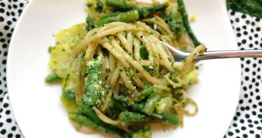 spaghetti z pesto i szparagami