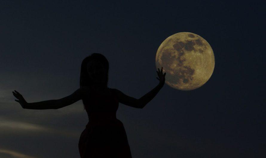 Девочка и Луна