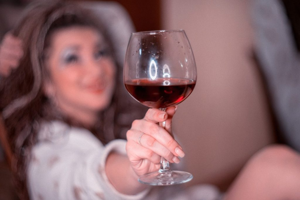 a glass of wine 5026027 1920
