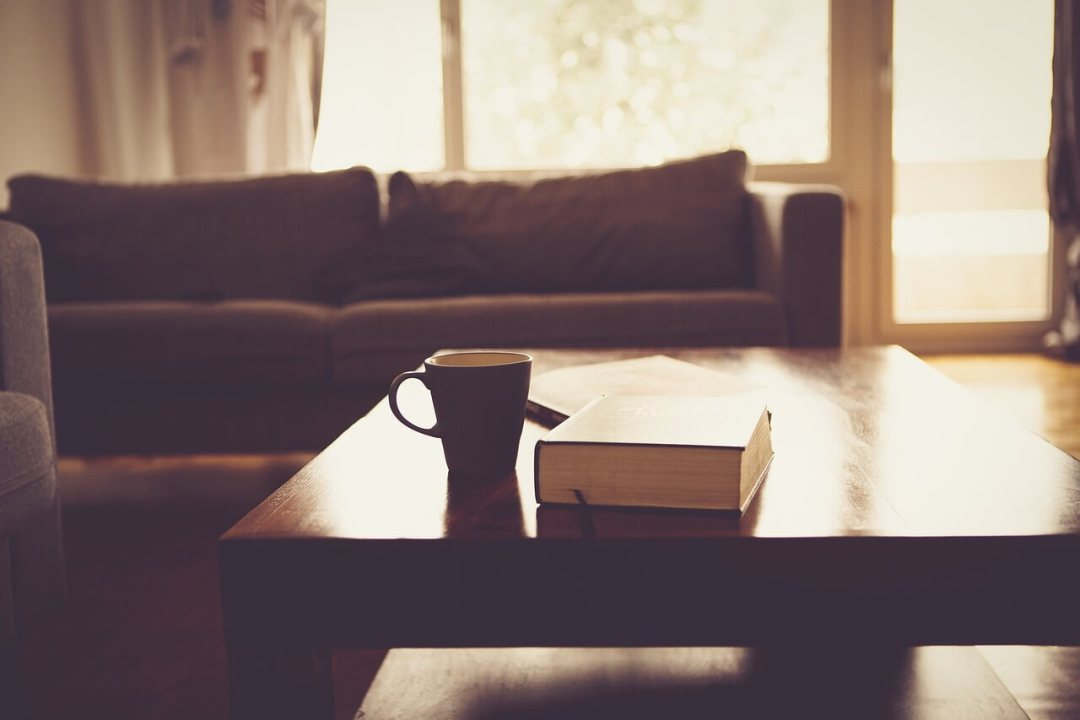 Tee auf dem Sofa – Historia Pauliny