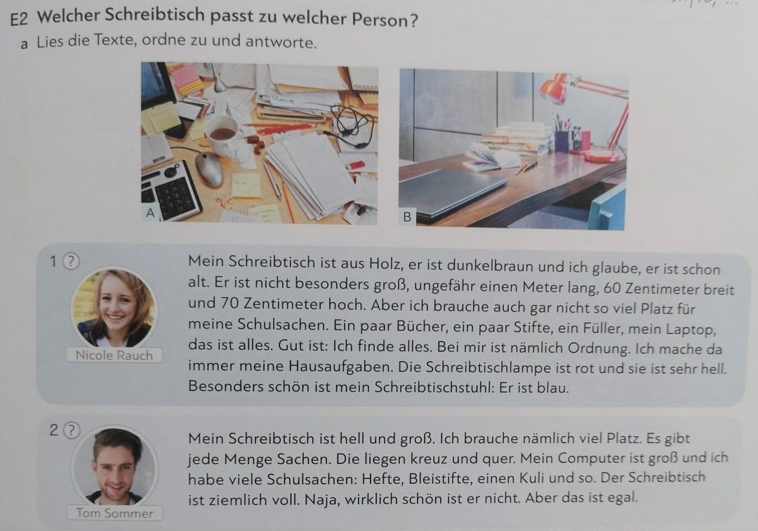 Przykładowy tekst z podręcznika Schritte International Neu, s. 53. Są dwa obrazki biurka, a pod spodem opis tych biurek w języku niemieckim.