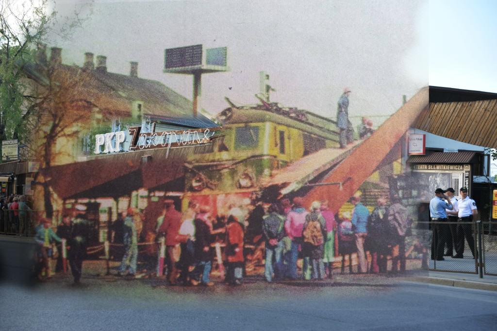 Neon na bramie w 1979