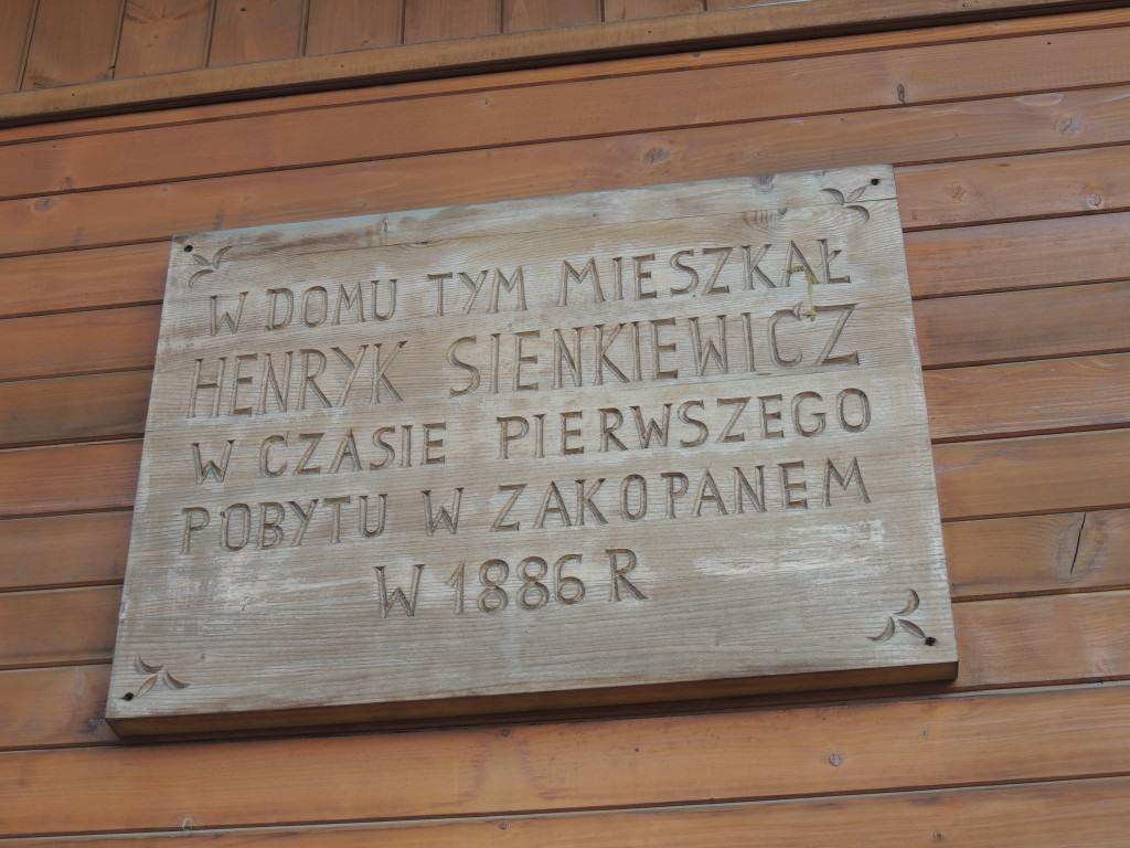 Tablica na domu Stolarczyka