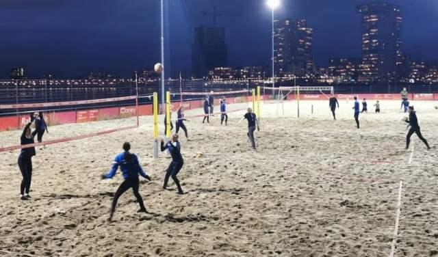 Beachvolleybal bij Beachclub Rotterdam