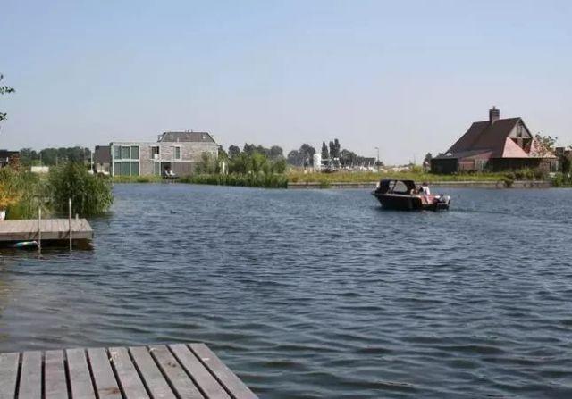 Gemeente gaat alle vlonders verwijderen in Waterwijk Nesselande!