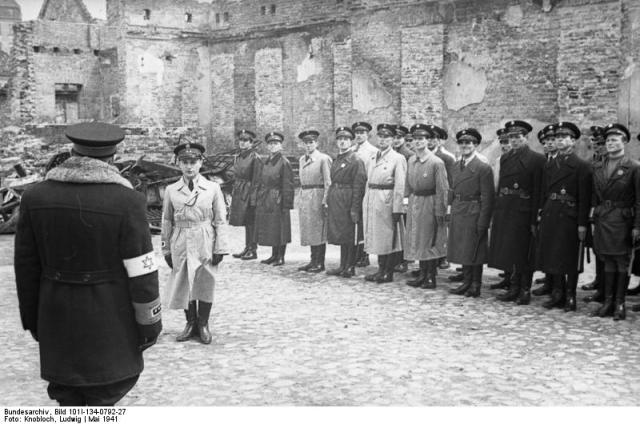 Znalezione obrazy dla zapytania zydzi w czasie wojny zdjecia